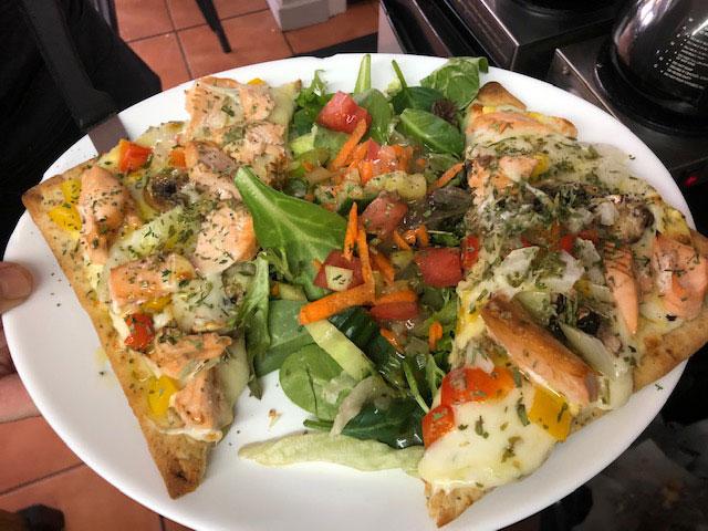 photo-pizza-saumon-salade_o-larock