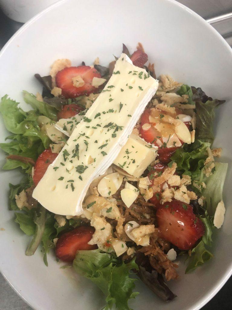 photo-salade-brie-fraises_o-larock