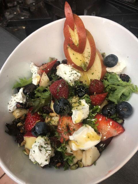 photo-salade-chevre-petits-fruits_o-larock